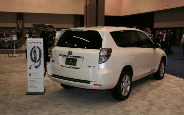 Электромобиль Toyota RAV4 2013