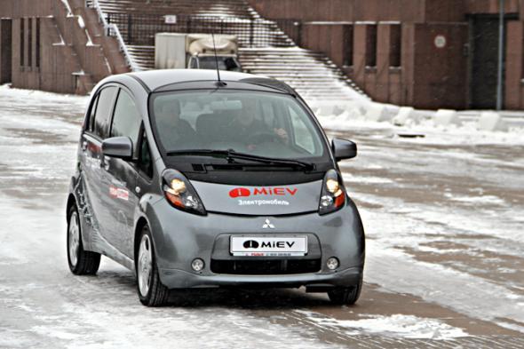 Электромобиль Mitsubishi I-Miev проверили питерским морозом