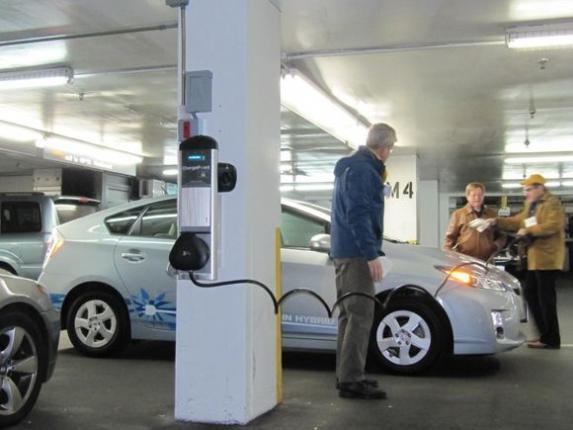 Парадоксальный скачок цен на услуги электрозаправок
