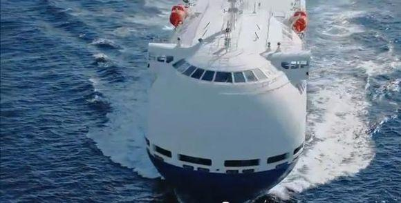 Транспортный корабль похож на лайнер для круиза