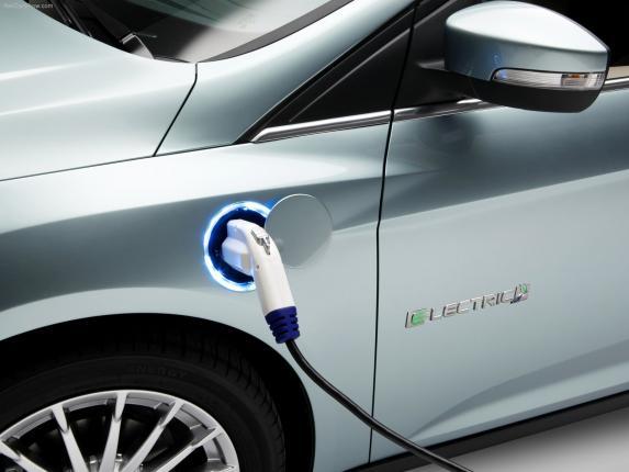 Кому составит конкуренцию электромобиль  Ford Focus?