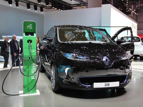Электромобили Renault появятся в России в следующем году