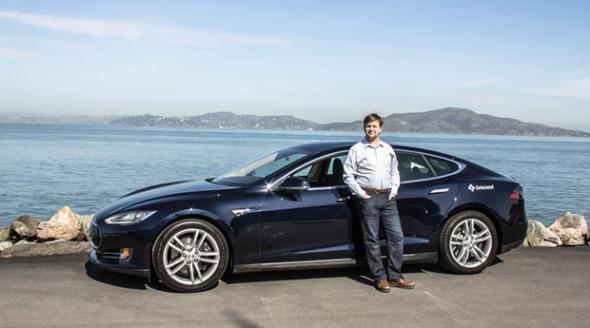 Электромобили Tesla получили безлимитный ход и автопилот