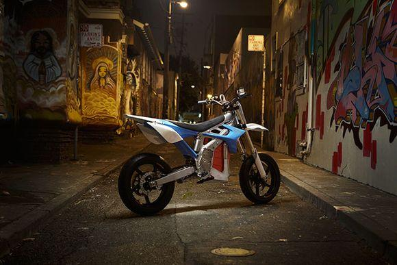 Уличный электромотоцикл RedShift
