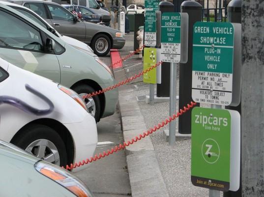 Электромобили становятся популярными