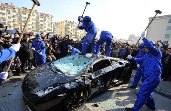 Китай разозлился на автомобили с ДВС