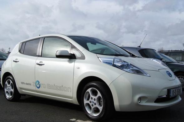 Электромобиль Nissan Leaf следит за нами