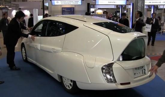 Электромобиль Sim-Lei: маленький и комфортный
