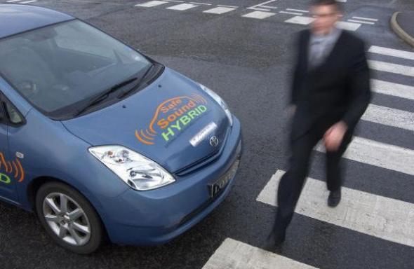 Пешеходы не довольны бесшумными электромобилями