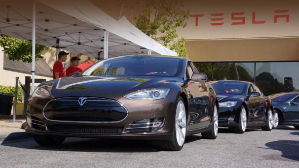 Электромобиль Tesla запрещают в США