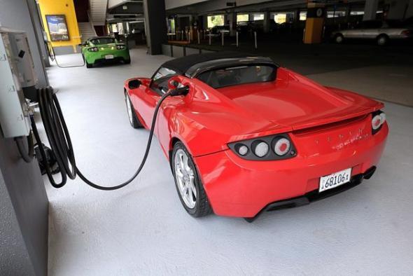 Электромобиль Tesla зарядка