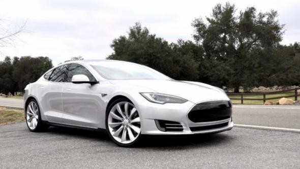 Электромобиль Tesla спорткар