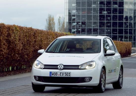 VW-Golf-Blue-E-Motion-24