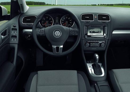 Volkswagen-Golf blue-e-motion 11