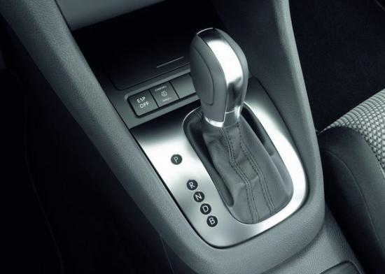 Volkswagen-Golf blue-e-motion 12