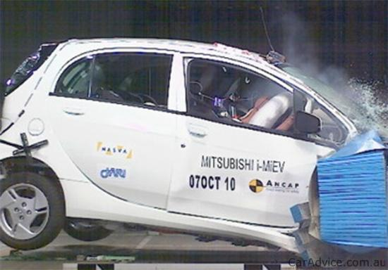 2011-mitsubishi-i-miev-crash-test