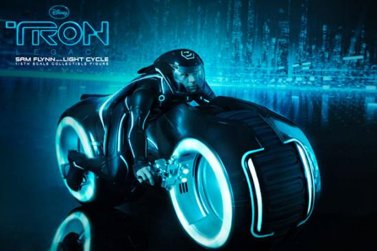 hot-toys-tron-legacy-sam-flynn-with-light-cycle-4