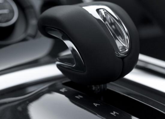2012-Peugeot-3008-HYbrid4-Interior-Details-3-590x426