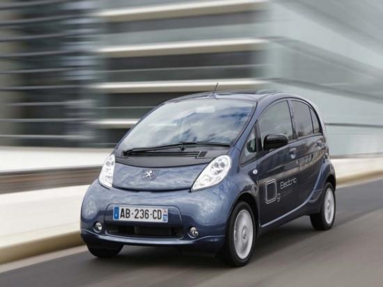 2011-Peugeot-iOn-test-drive-performance-588x441